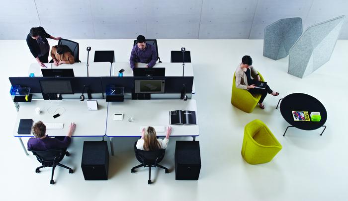 Människor på kontor jobbar Activity Based Working